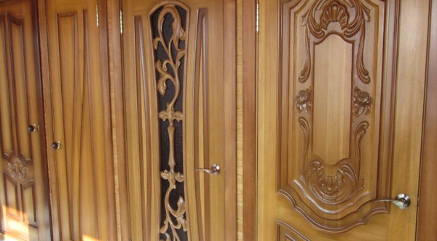 Двери из лиственницы – тепло и тихо